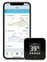 Eve Room ze smartfonem i otwartą aplikacją